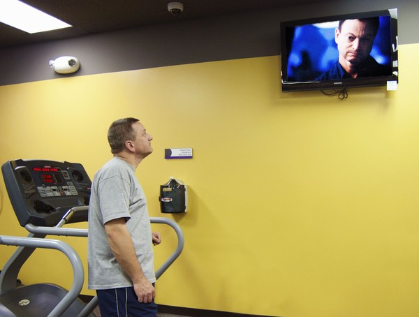 gym watching tv
